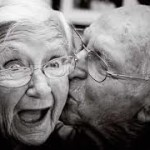 old-people-kissing-12-6-10